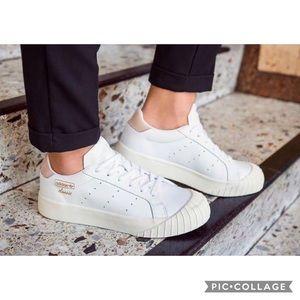 Adidas Everyn White Easy Orange 8.5 EUC